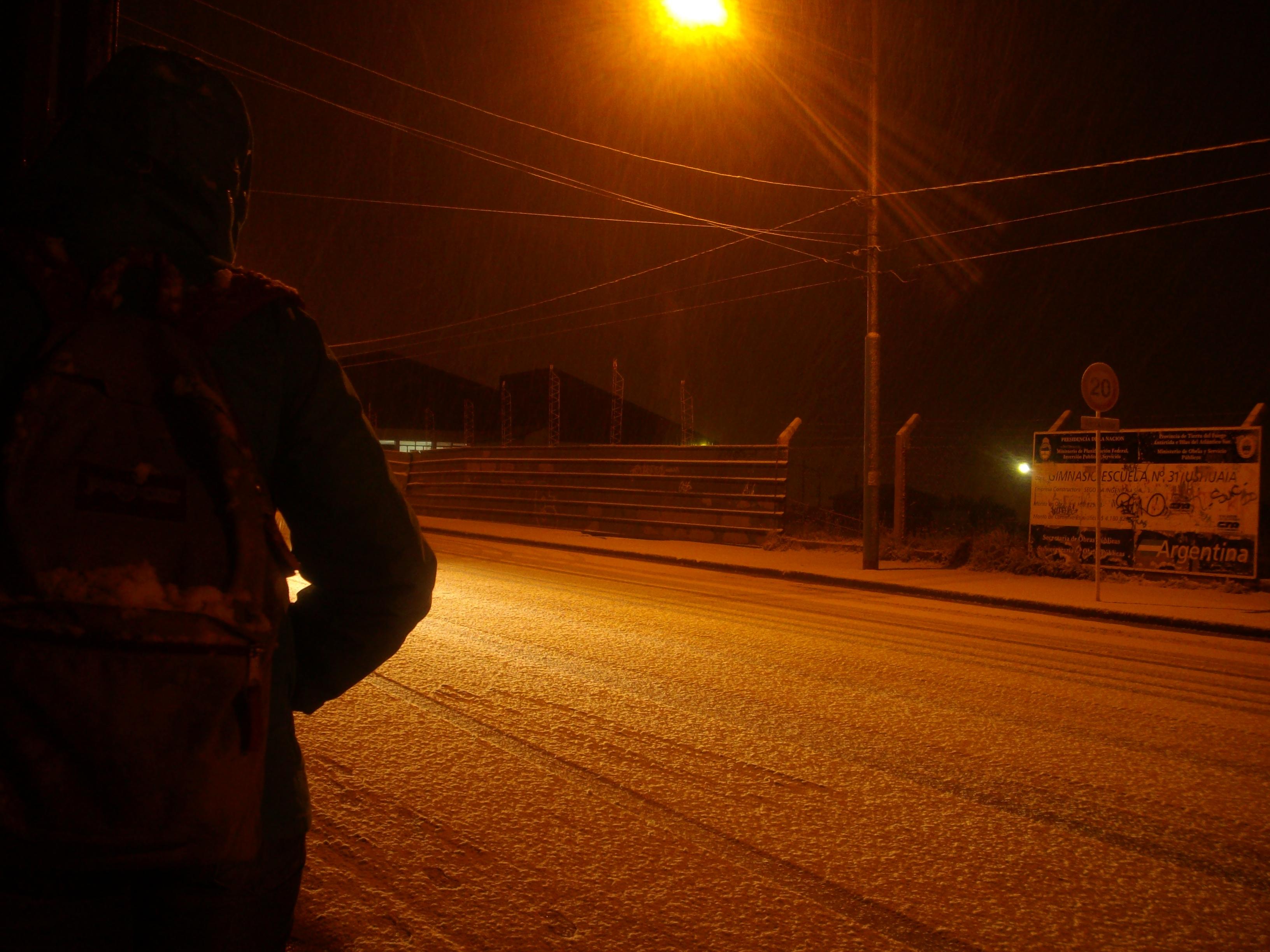 Esperando la carroza enUshuaia