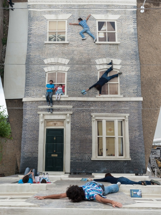 1-dalston-house-installation-by-leandro-erlich