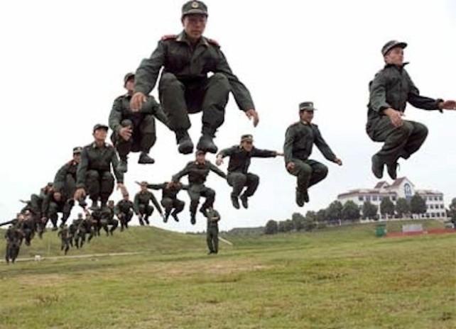 chinos-saltando1